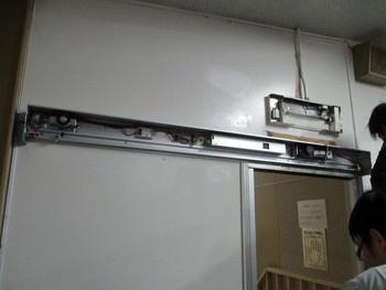 既存開き戸を自動ドアに変換
