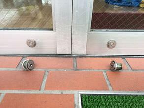車メーカー様 自動ドア鍵交換