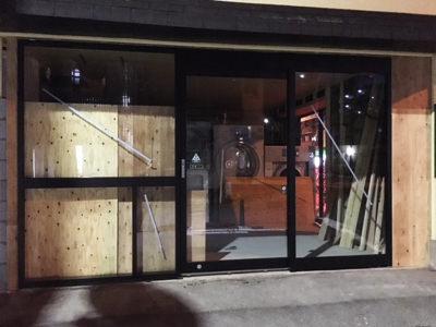 フロントサッシ&自動ドア装置施工完了(正面)