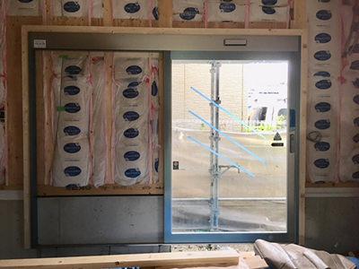 フロントサッシ&自動ドア装置施工完了側面